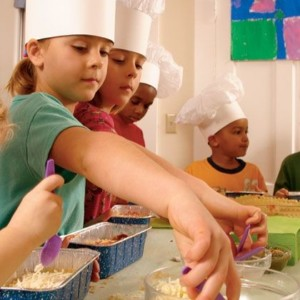 cooking-party-bambini-6-cucinare