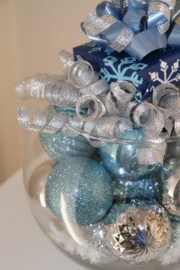 tavola-natale-blu-argento-6-regali
